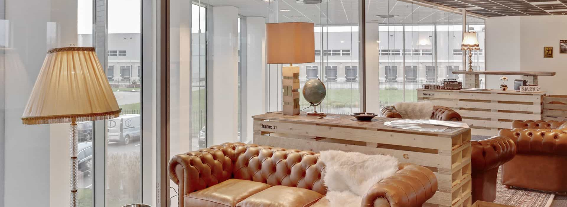 Frame21 - Club Lounge