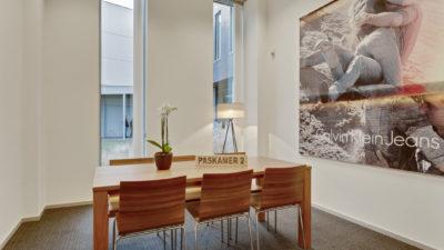 Frame21 - meetingroom